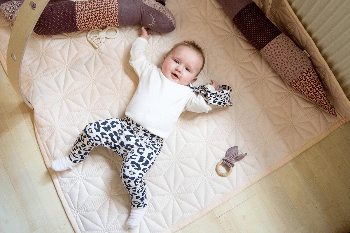 strikkede babybukser opskrift gratis
